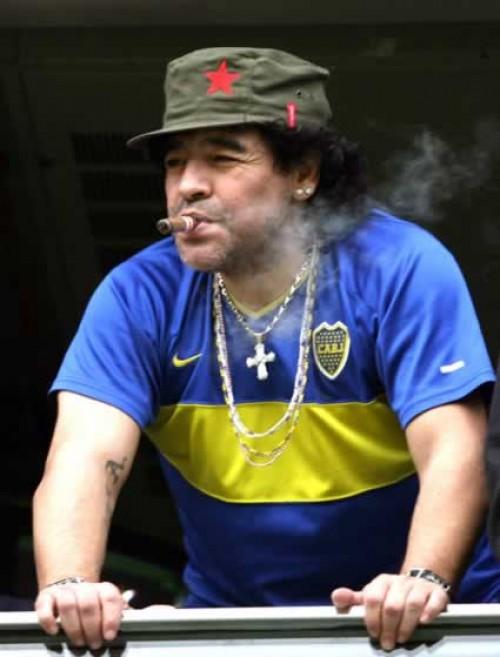 فوتبالیترین | مارادونا و سيگار برگ